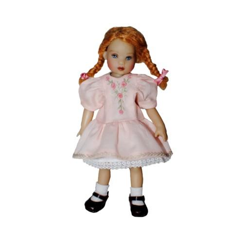 Rosa Kleid mit Stickerei